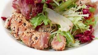 Lekker bij een Japanse tonijnsalade