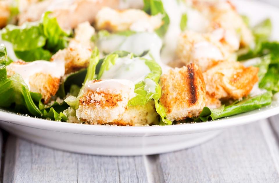 Lekker bij een Caesar salad